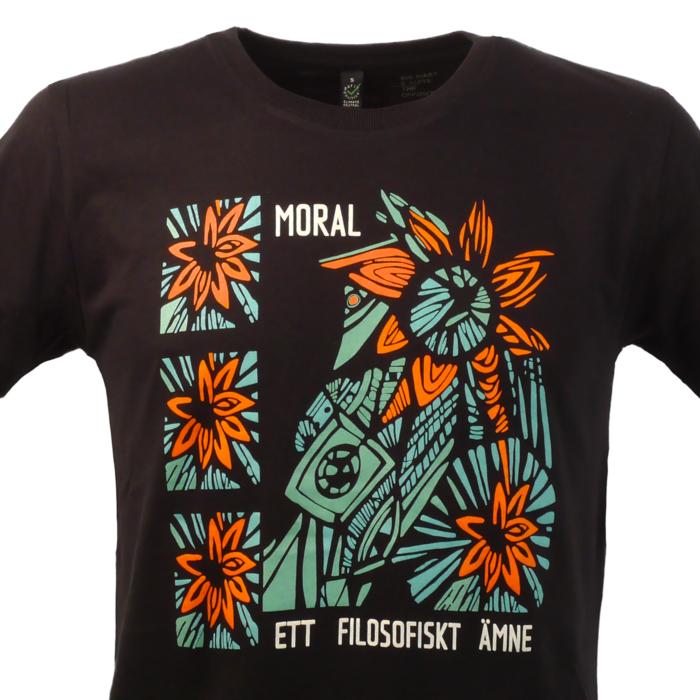 Moral -ett filosofiskt ämne. Svart t-shirt, man. Ett pågående projekt för sekulära såväl som ateister m.fl.