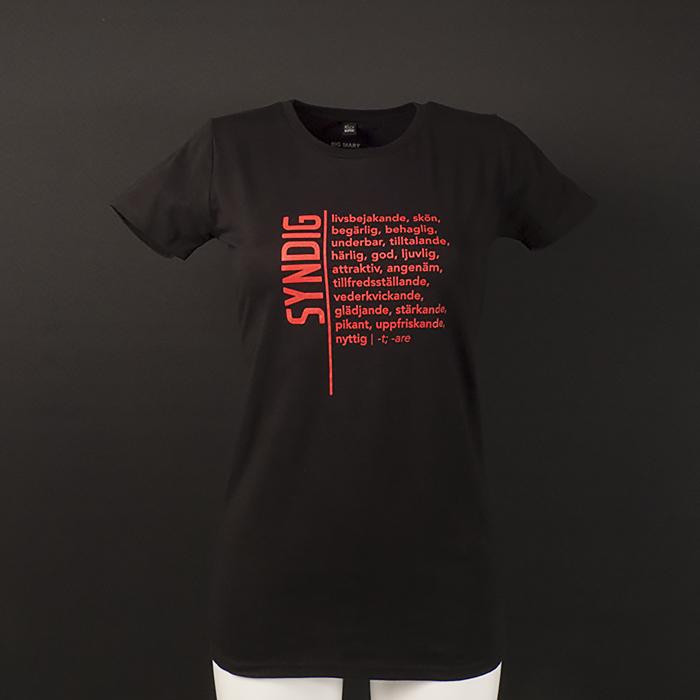 Syndig - livsbejakande, skön, begärlig, behaglig, härlig, god, svart t-shirt modell kvinna för humanist, sekulär, ateist i jakt på design, ordbok, ordbokstee, kläder, statement